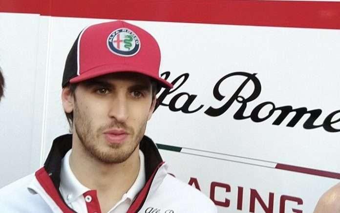 Un soddisfatto Antonio Giovinazzi al termine dell'ultima giornata di test