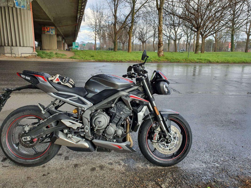 Triumph Street Triple RS: informazioni, dotazione, modello