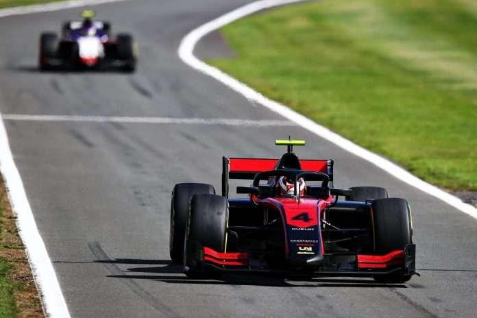 Ilott qualifica Silverstone FIA F2