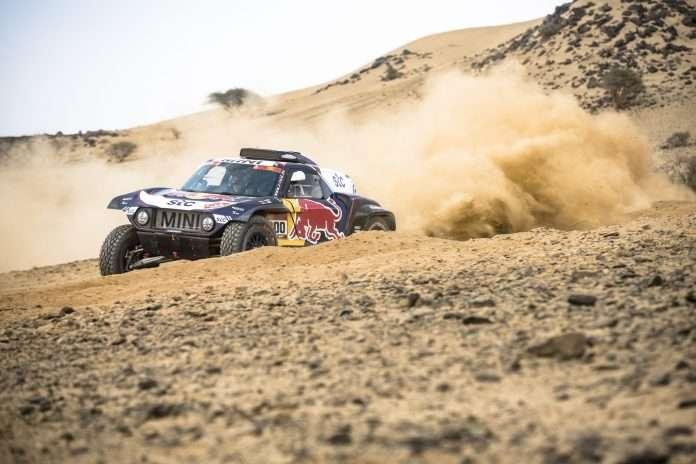 Sainz, sul Buggy Mini X-Raid, si porta al comando della Dakar 2021
