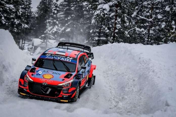 È Tanak il leader al termine della prima giornata dell'Artic Rally Finland