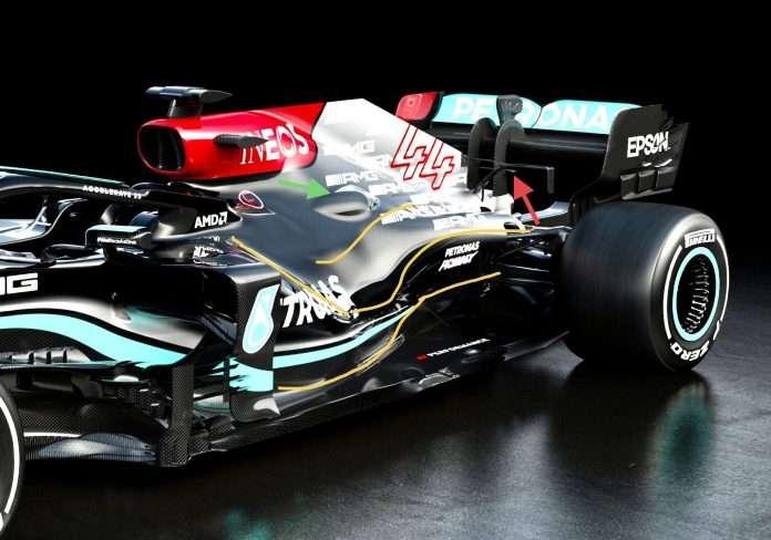 Evoluzioni al retrotreno per la Mercedes W12