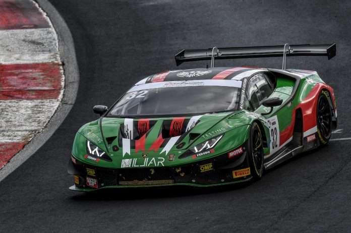 La vettura Imperiale Racing in pista nel GT Italiano