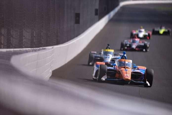 Dixon guida il gruppo Indycar durante i test