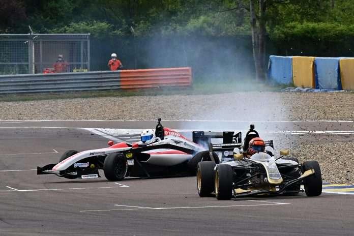 Una fase di gara della FX3 a Modena
