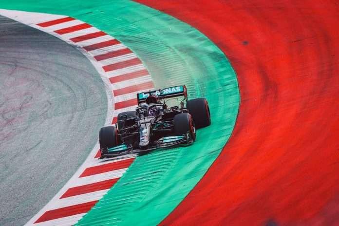 Hamilton in azione durante le FP3 in Stiria