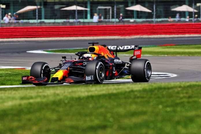 Max Verstappen, primo nelle FP2 di Silverstone