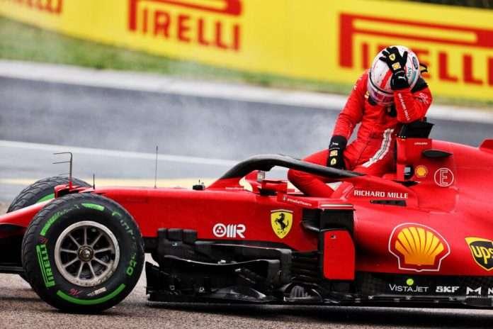 Charles Leclerc disperato dopo l'incidente di domenica scorsa
