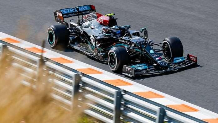 La Mercedes di Bottas impegnata a Zandvoort