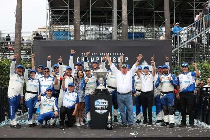Il team Ganassi festeggia la vittoria del campionato Indycar. Foto: Official Indycar FB page